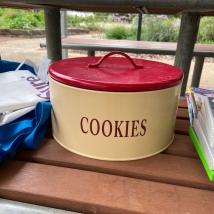 cookie_tin